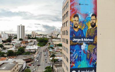 Equipamentos Locagyn possibilitam grafite de 30 metros de Jorge e Mateus em Goiânia